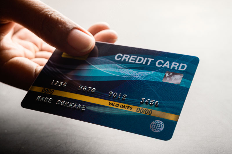 credit card for removing bee sting by scraping